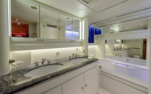 Sailing Yacht Scorpius bathroom