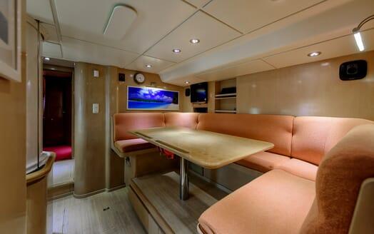 Sailing Yacht Scorpius salon