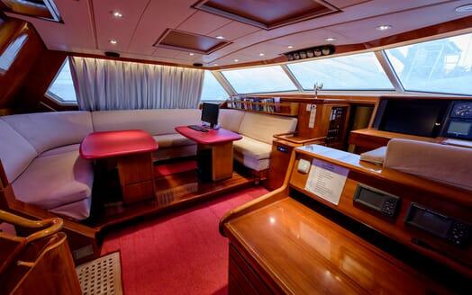 Sailing Yacht Scorpius dining area