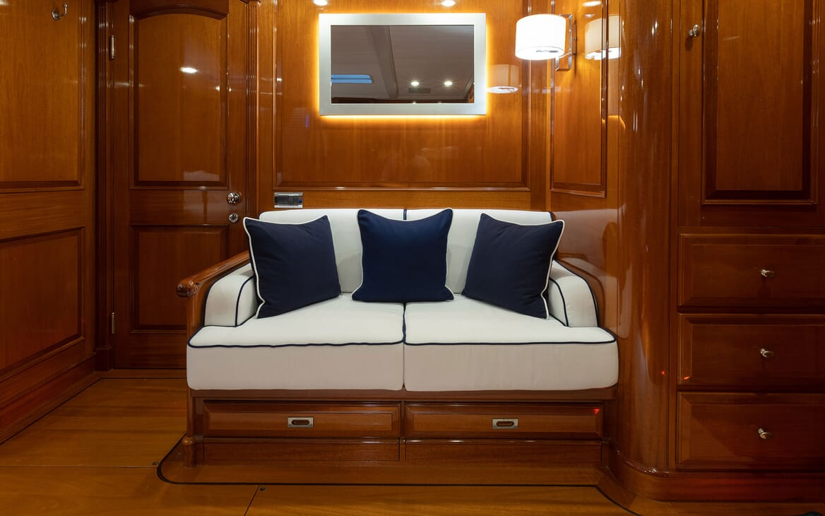 Sailing Yacht Cavallo guest bathroom