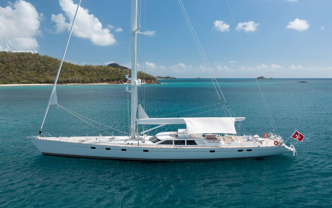 Sailing Yacht Cavallo dining area