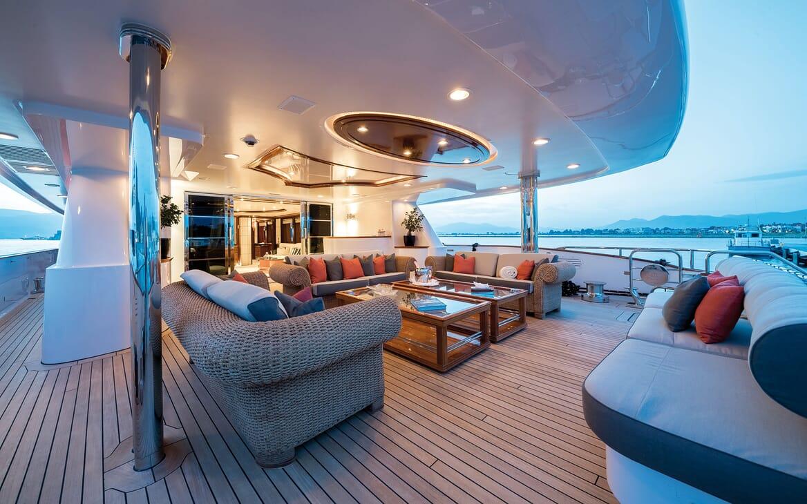 Motor Yacht MAGENTA M Aft Deck Seating