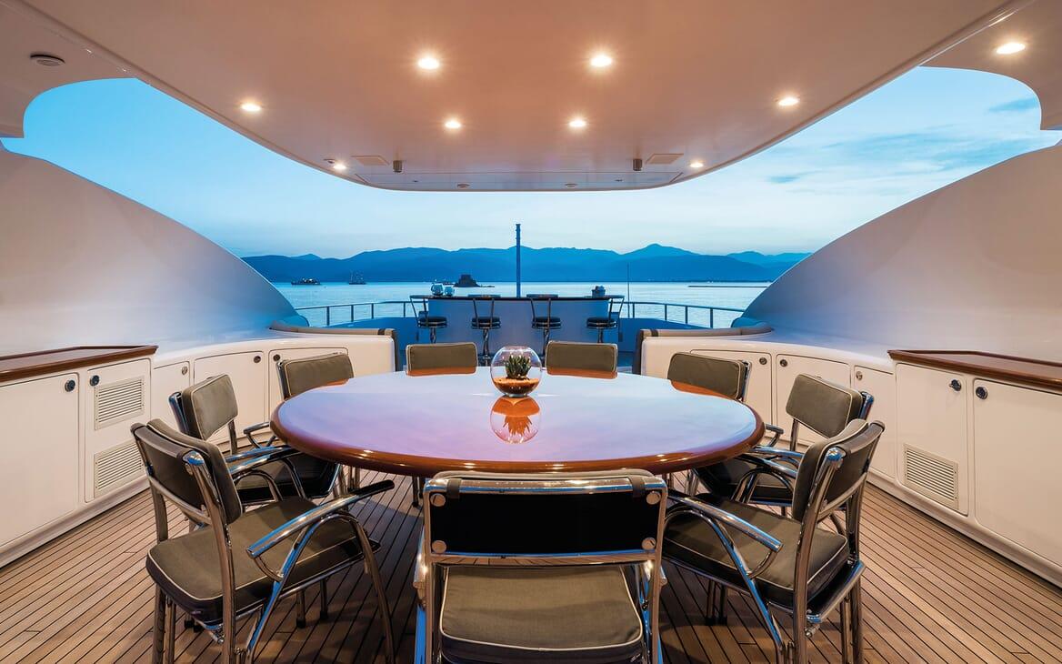 Motor Yacht MAGENTA M Sun Deck Dining Table