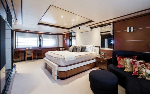 Motor Yacht Magenta M dining area
