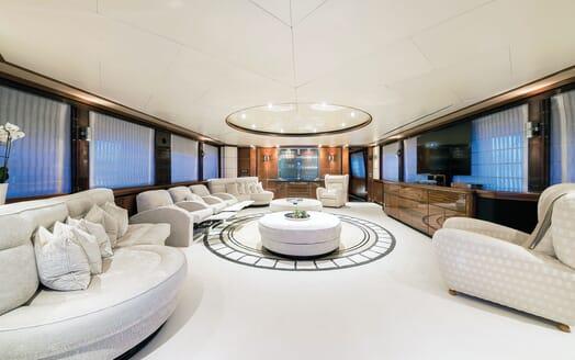 Motor Yacht Magenta M outdoor dining area