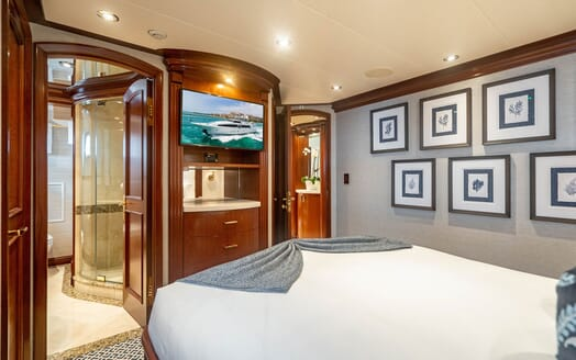 Motor Yacht RISK & REWARD Guest Double Stateroom TV