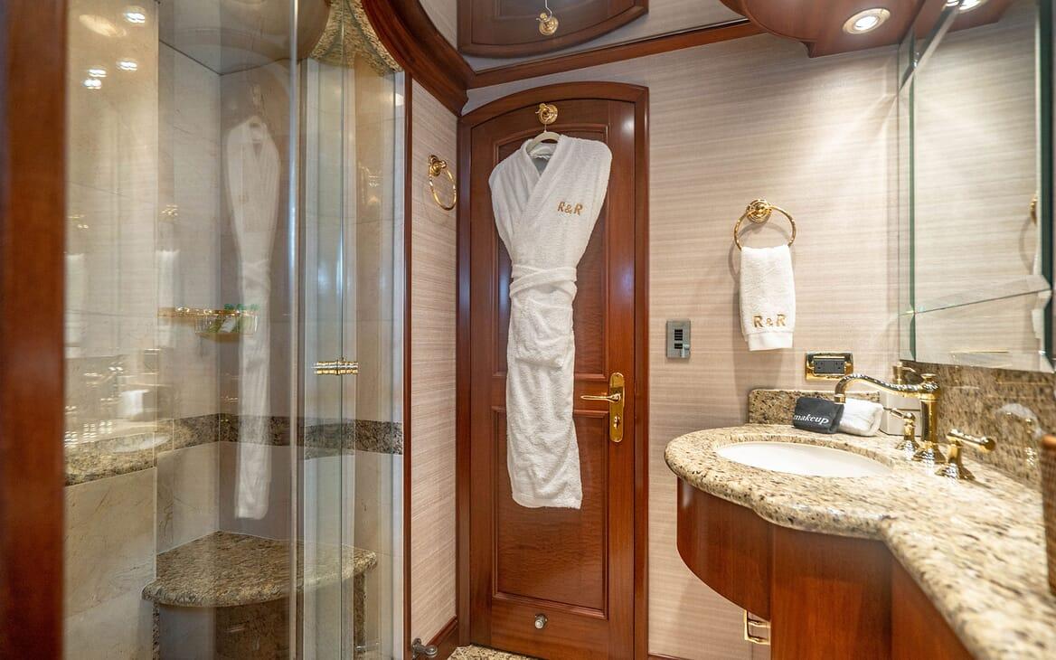 Motor Yacht RISK & REWARD Guest Double Stateroom Bathroom