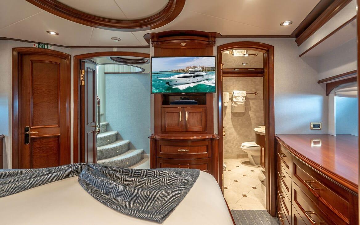 Motor Yacht RISK & REWARD VIP Double Stateroom Bathroom