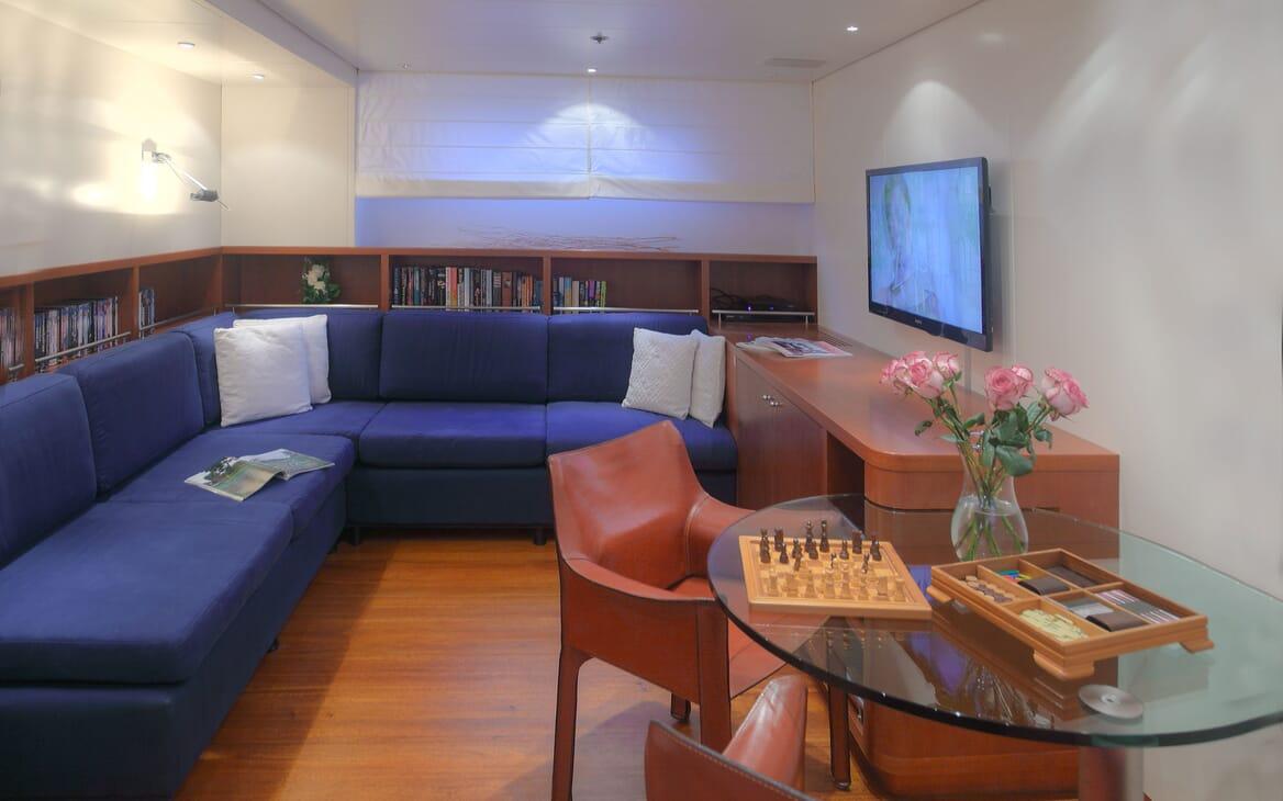 Motor Yacht Carom VIP cabin