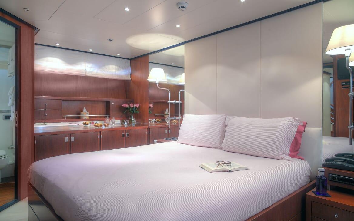 Motor Yacht Carom aft shot
