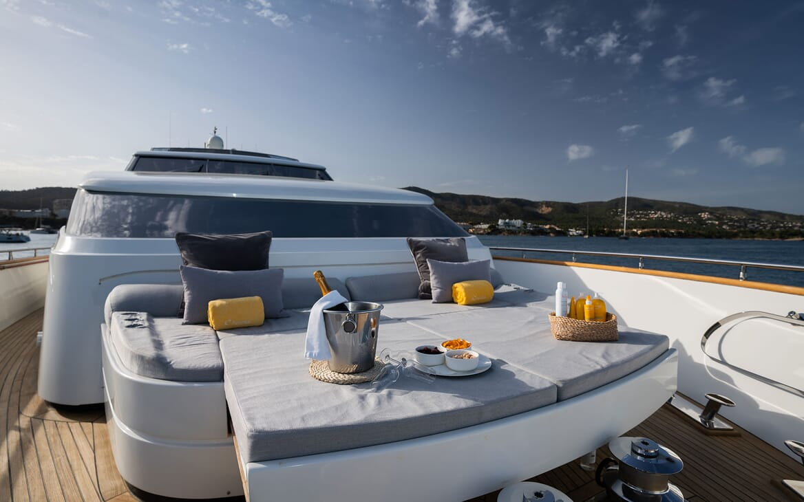 Motor Yacht Carom foredeck