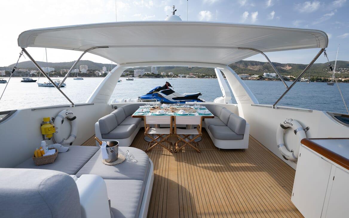Motor Yacht Carom outdoor dining area