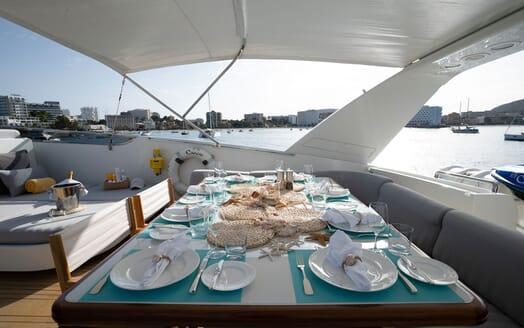 Motor Yacht Carom aft dining area