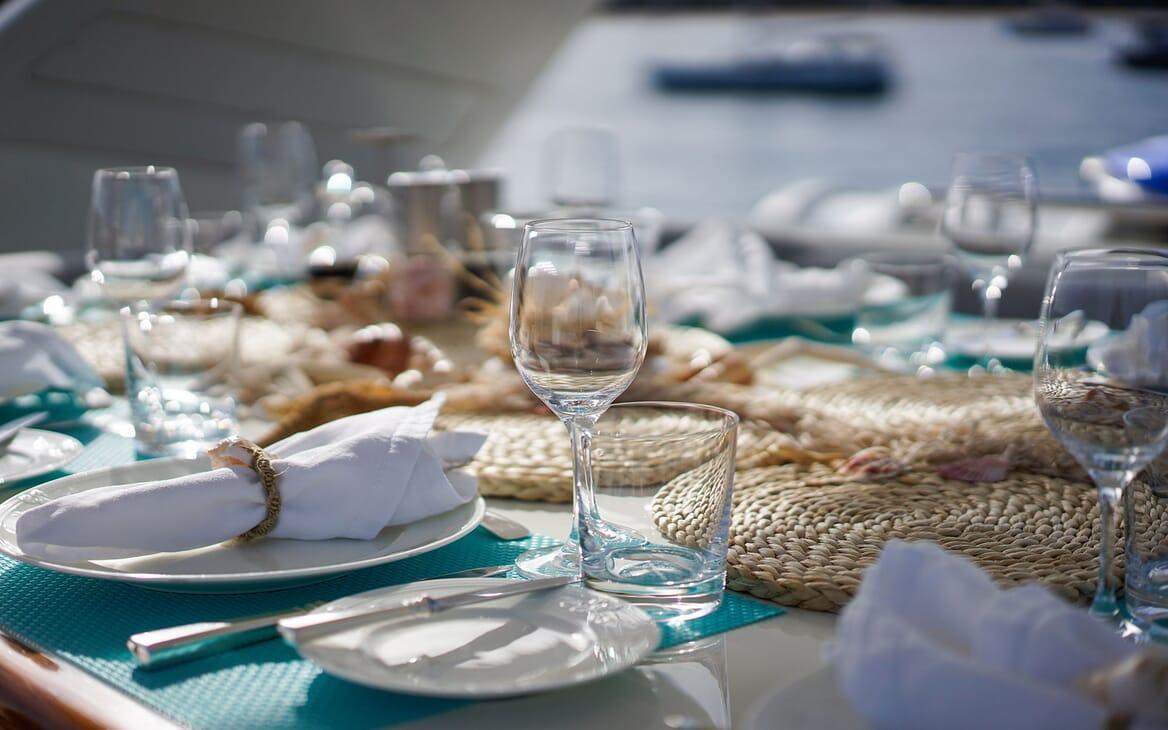 Motor Yacht Carom saloon