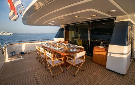 Motor Yacht Carom living area