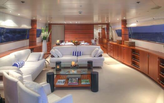 Motor Yacht Carom master cabin