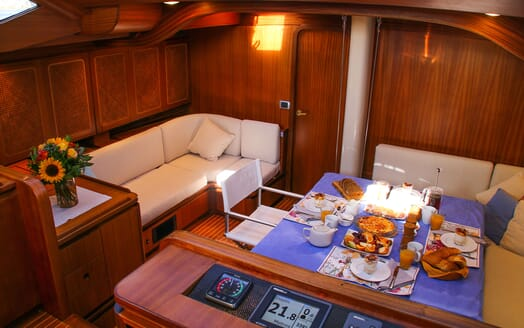 Sailing Yacht CAMILLA OF LONDON Breakfast Set Up