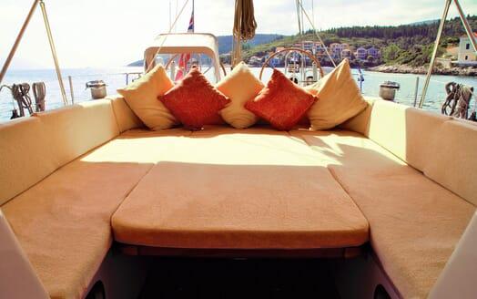Sailing Yacht CAMILLA OF LONDON Sun Pad Layout